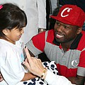 50 Cent gives little girl first hearing aid - 50 Cent helped The Starkey Hearing Foundation's celebrity Super Bowl Hearing Mission this weekend …