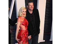 Blake Shelton performs birthday duet with Gwen Stefani - Blake Shelton rang in his 40th birthday onstage on Saturday (18Jun16) as his girlfriend Gwen …