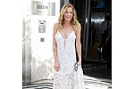 """Leann Rimes is a big fan of face-shaving Kao Sori - Singer Leann Rimes has an odd beauty ritual - she shaves her face with a scalpel to keep it """"baby's …"""