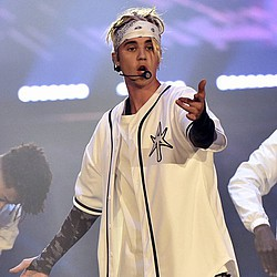 Justin Bieber to play radio set live from his Los Angeles home