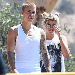 Justin Bieber jets to Japan with Lionel Richie's daughter